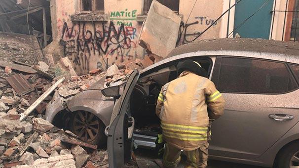 Fatih Balat'ta 3 katlı bir bina çöktü!