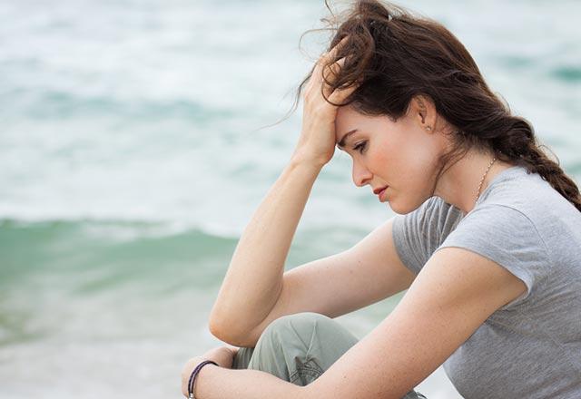 İntihar etmesinden şüphelenilen bir kişiye nasıl davranılması gerekir?