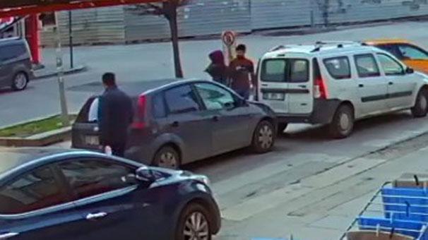 Arabasına çarptığı adamı önce dövdü, sonra aracını üzerine sürdü
