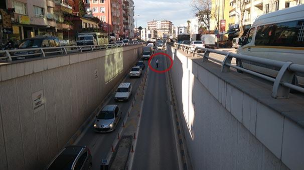 Otobüsü arızalandı alt geçidi trafiğe kapattı