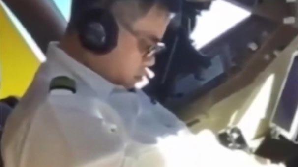 Uçakta skandal görüntü! Yardımcı pilot böyle kaydetti...
