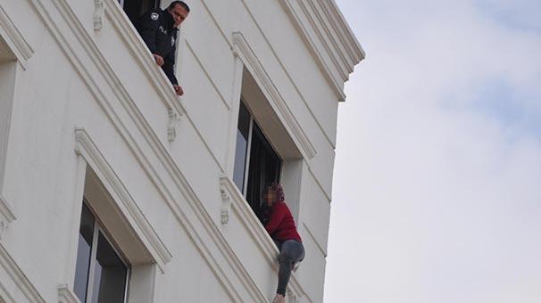 7'nci katta intihara kalkışan kadını polis son anda yakaladı!
