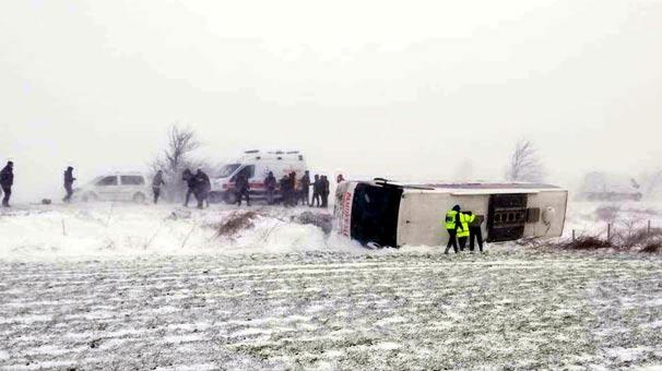 Trakya'da kar ve tipi nedeniyle otobüs devrildi: 4 yaralı