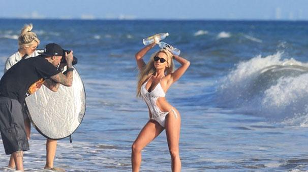 Claudia Fijal dalgalara karşı!