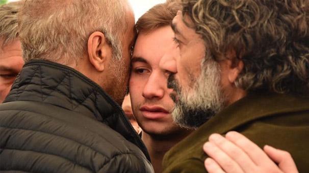 Demet Akbağ'ın oğlu Ali Çika'yı Yılmaz Erdoğan teselli etti