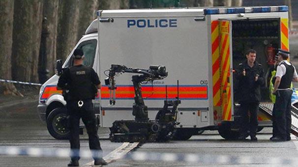 Son dakika... İngiltere'de polis bir kişiyi öldürdü!