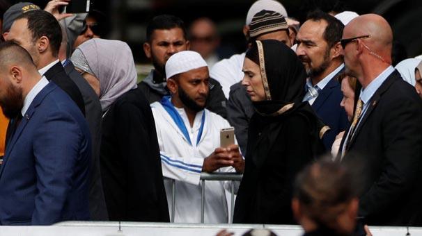 Kanlı terör saldırısından sonra ilk cuma namazı! Başbakan da katıldı...