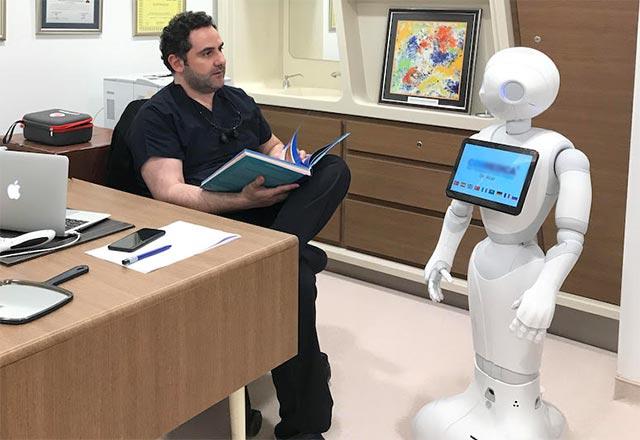 İnsansı Robot Pepper Türkiye'nin sağlık turizminde kullanılmaya başlandı