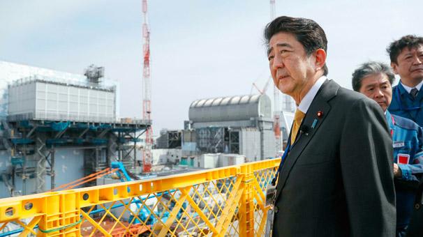Japonya'da Abe Fukuşima'ya gitti