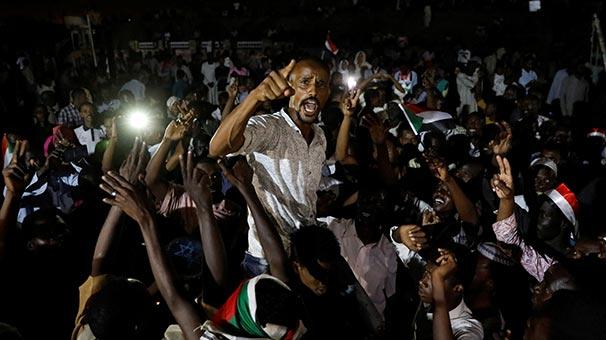 Sudan'da gösterilere devam kararı