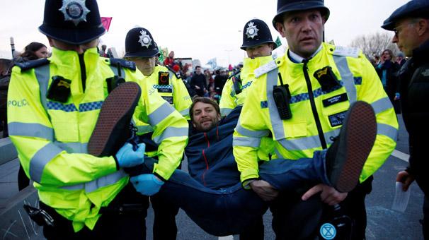 Londra'da gözaltı sayısı 113'e çıktı
