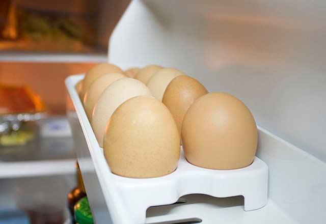 Yumurtaları buzdolabı kapağına koyanlar dikkat!