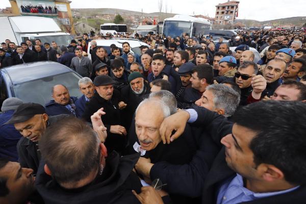 Son dakika: Kılıçdaroğlu'nun katıldığı şehit cenazesinde arbede