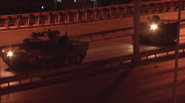 Komandolar Ankara'ya tanklar İzmir'e...