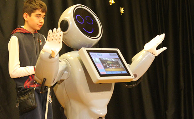 "Yerli robot ADA: ""Robot Sofia'dan daha zekiyim"""