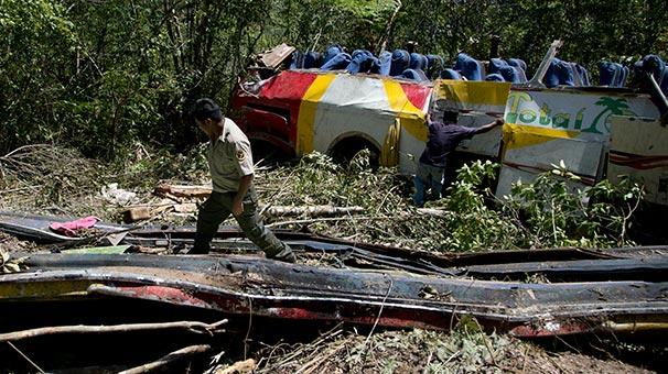 Güney Amerika ülkesinde katliam gibi kaza: Onlarca kişi hayatını kaybetti
