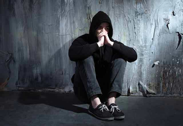 Gençlerde madde bağımlılığına karşı aileler ne yapmalı?