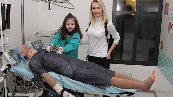 İbrahim Tatlıses'in kızı Elif Ada, 23 Nisan'da doktor oldu
