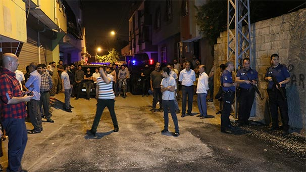 Mahalleli sokağa döküldü! Özel harekatçılar olay yerine geldi