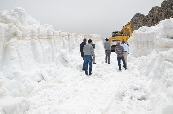 Yer: Antalya! Mayıs ayında 10 metre kar