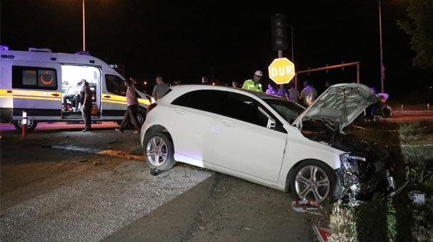 İki otomobil çarpıştı! Yaralılar var...