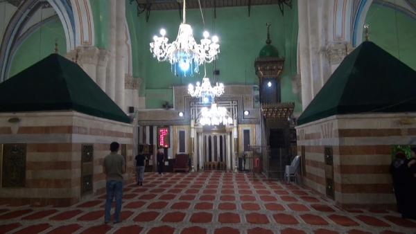 Yılda 631, ayda 57 vakit ezanın yasaklandığı cami!