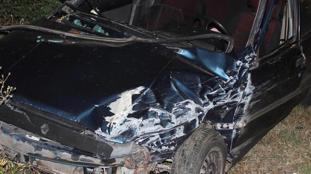 İzmir'de 2 otomobil çarpıştı! Yaralılar var...