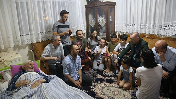 Cumhurbaşkanı Erdoğan'dan Emekçi ve Soyutürk ailelerine ziyaret