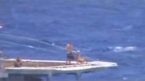 Çarpışmanın eşiğine gelen savaş gemisinde şok detay!