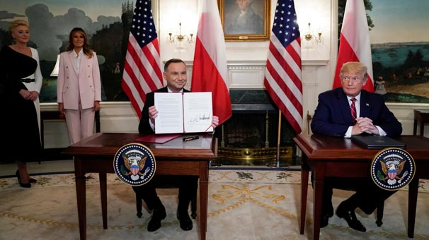 Trump imzaladı! Polonya'ya ilave bin asker...