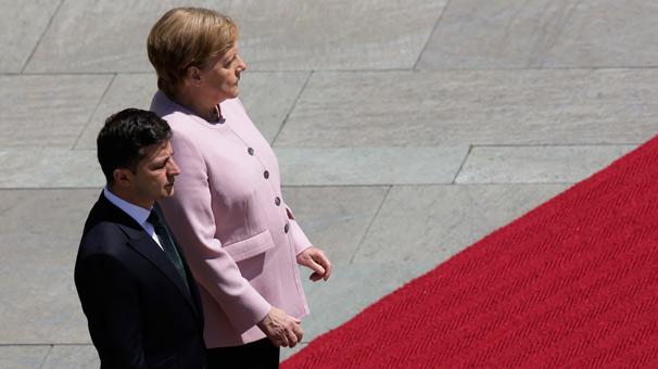 Merkel tir tir titredi!