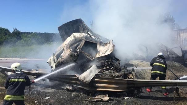 Korkunç kaza! Araçlar yandı, yol ulaşıma kapatıldı