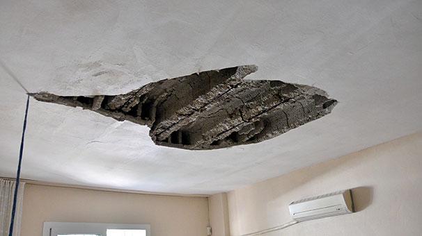 Evlerinin tavanı başlarına çöktü